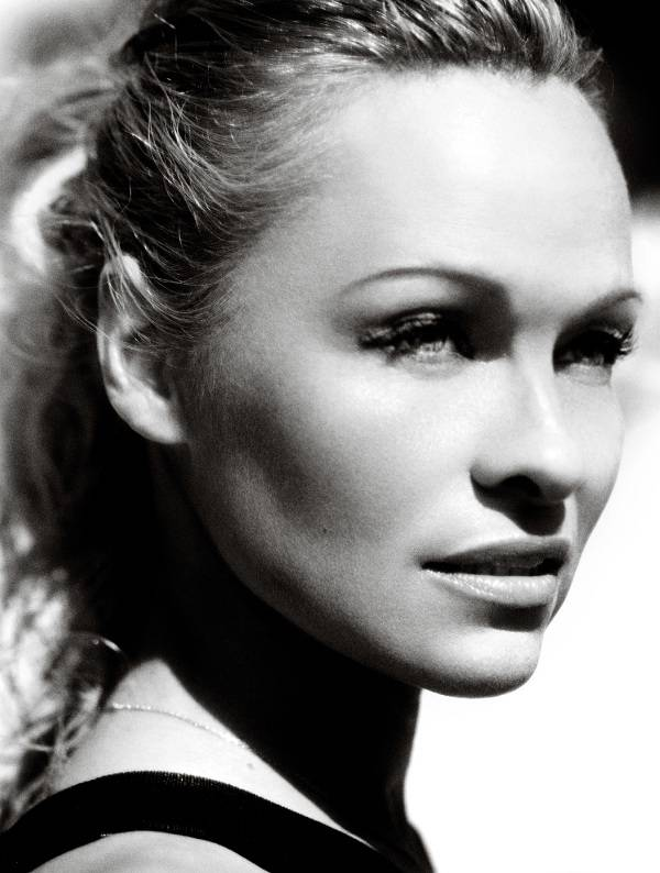 Pamela-Anderson-Vogue-07