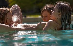 En la piscina con Malena Morgan