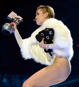 Miley Cyrus cada vez mas puta