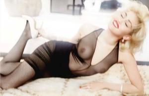 A Miley le gusta enseñar las tetas