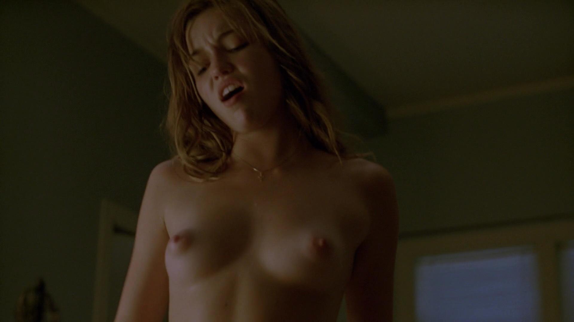 Lili Simmons desnuda