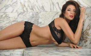 Tabata Stacy Velayos, una peruana desnuda