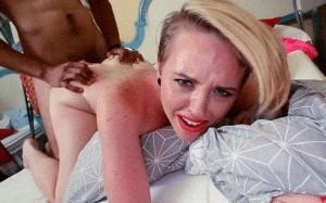 La falsa Miley Cyrus destrozada por un negro