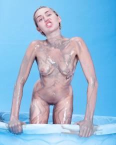 Más fotos de Miley Cyrus para la revista Paper