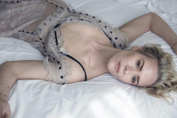 Sarah Paulson posando desnuda para W Magazine