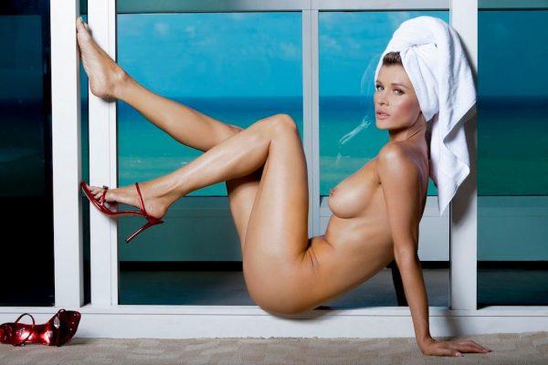 Joanna Krupa Desnuda para Maxim, Diciembre 2016