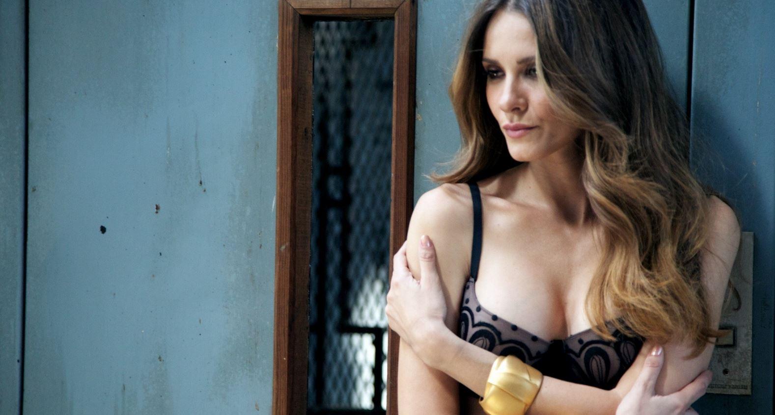 Elena Ballesteros Desnudo Integral En Propios Y Extraños