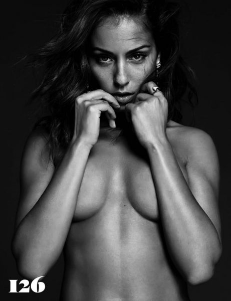 Hiba Abouk posando muy sexy para GQ