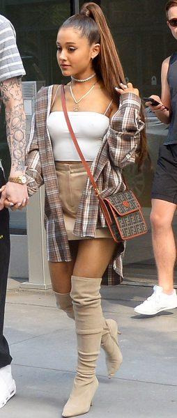 Los pezones de Ariana Grande