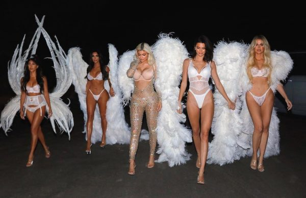 Las Kardashian como Angeles de Victoria's Secret