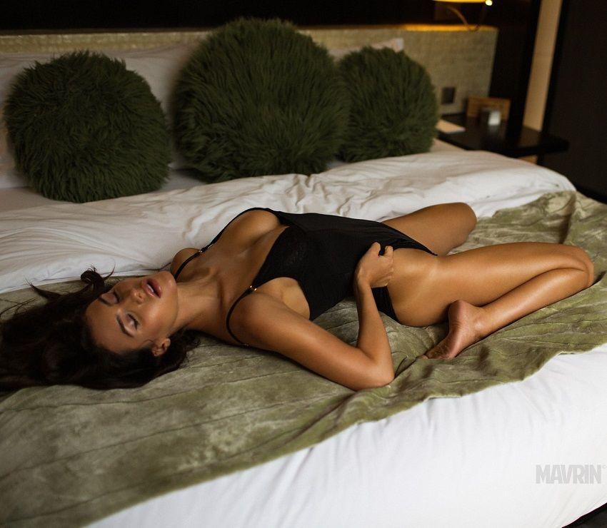 Silvia Caruso desnuda posando para Mavrin