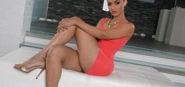 Halona Vog, una bella angoleña